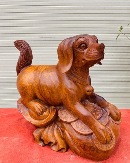 Chó tài lộc gỗ hương ta ngang 50 cao 46 sâu 24cm