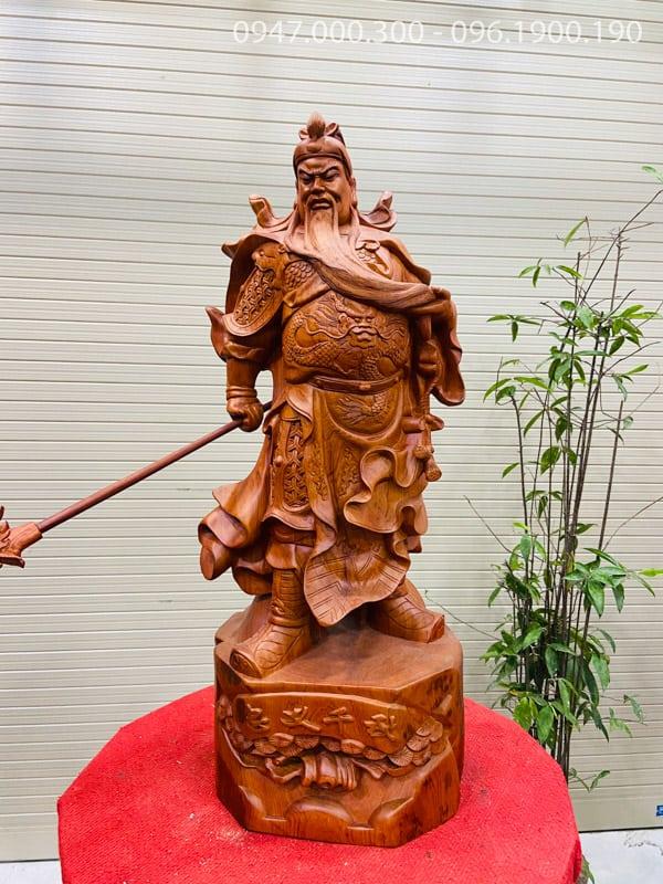 Quan công xách đao gỗ hương cao 80cm