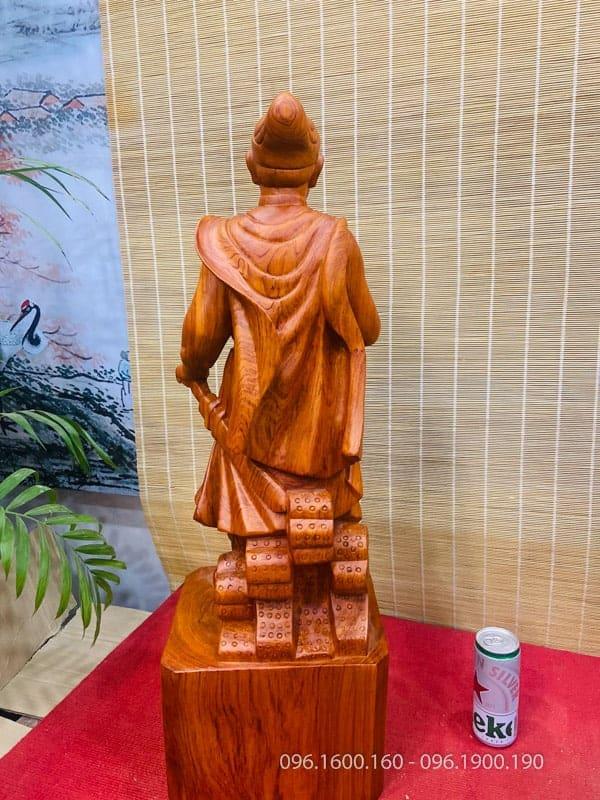 Tượng Trần Quốc Tuấn gỗ hương cao 80cm